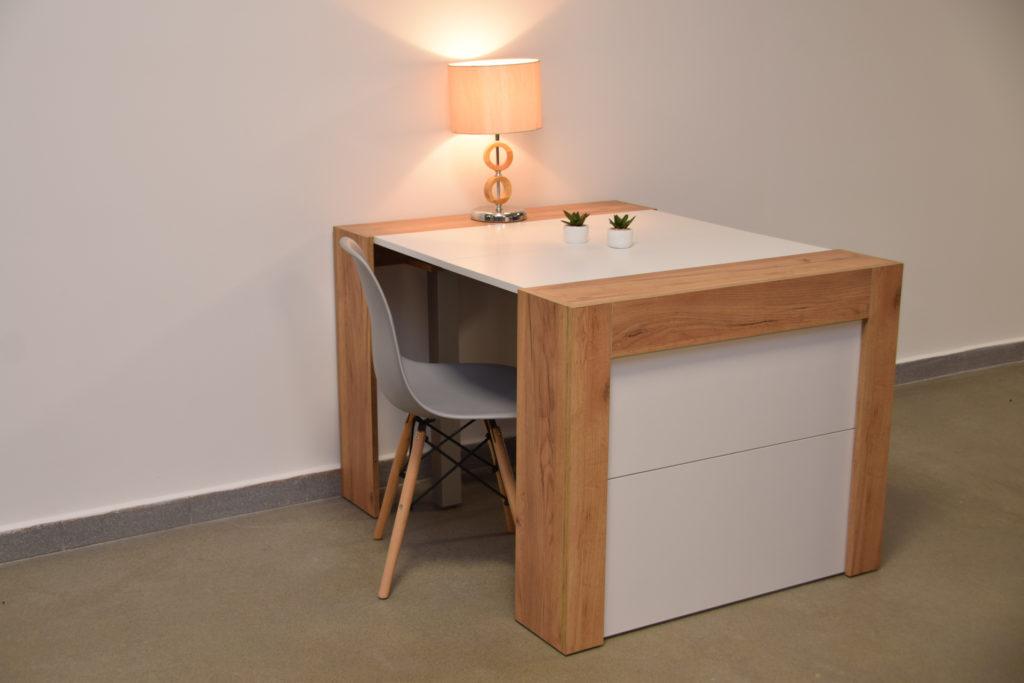 Stół do salonu i jadalni. Nowoczesne rozwiązanie wielofunkcyjne pozwalające oszczędzić miejsce. Wstawki można dowolnie konfigurować. Stół po złożeniu wyglądem przypomina komodę, a nasze projekty wnętrz zyskują na atrakcyjności.